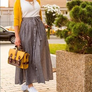 Dresses & Skirts - Belted button up maxi skirt with pockets